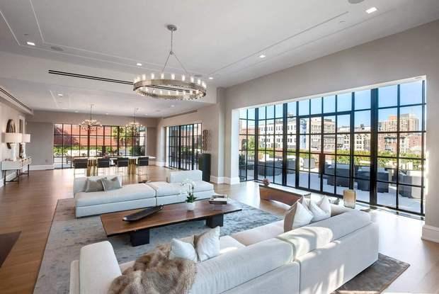 Diện tích phòng khách rộng với các chung cư cao cấp, penhouse hiện nay