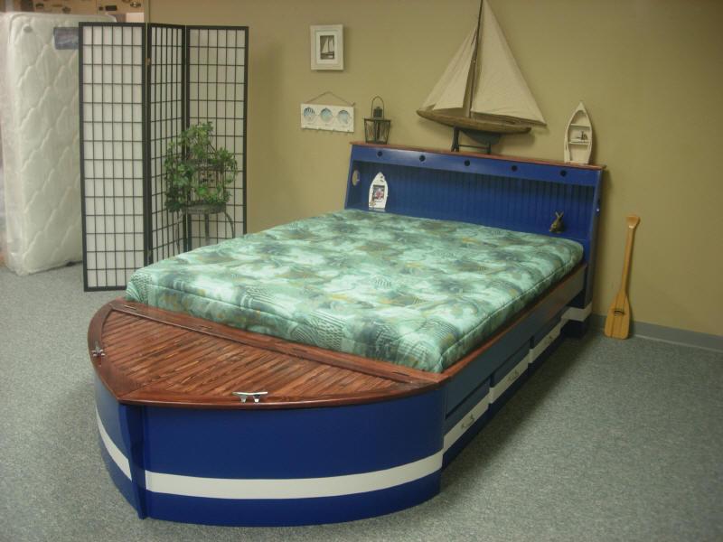 giường hình cano màu xanh cho bé trai