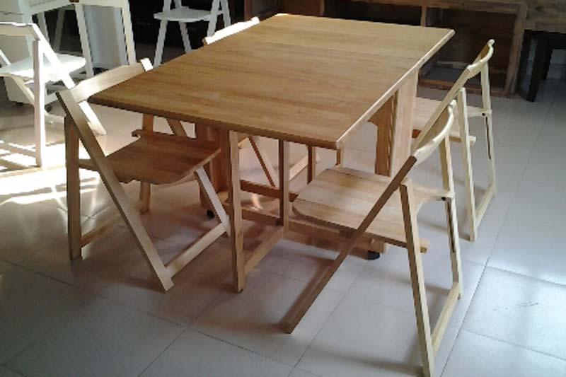 bàn ghế ăn xếp gọn trong phòng bếp