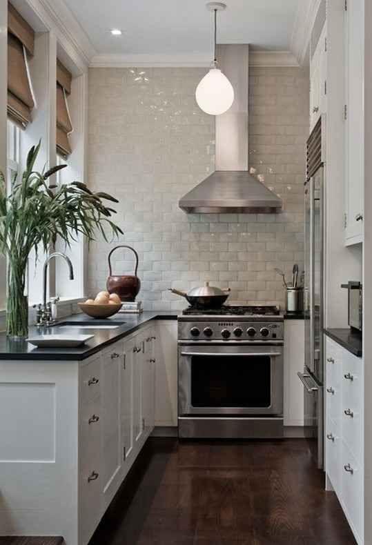 phòng bếp nhỏ nên có máy hut mùi