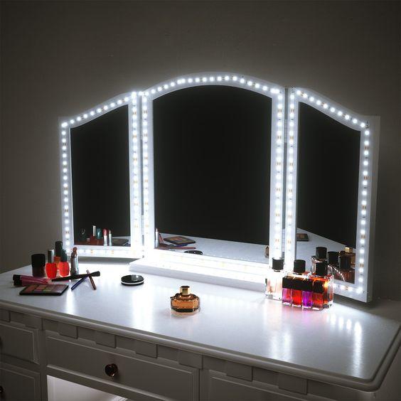bàn trang điểm có gương có dây đèn led