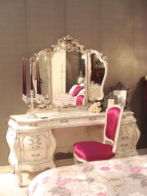 bàn trang điểm phong cách hoàng gia quý tộc