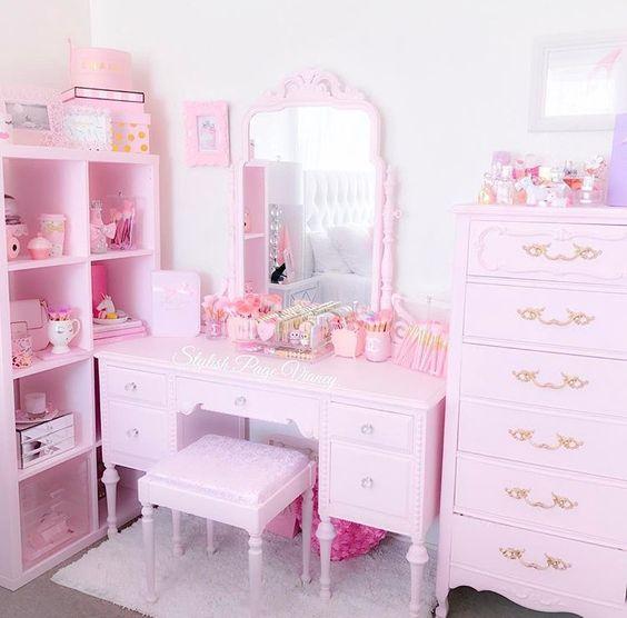 bàn trang điểm màu hồng hello kitty