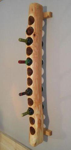 kệ gỗ đựng rượu dạng đứng treo tường phòng khách
