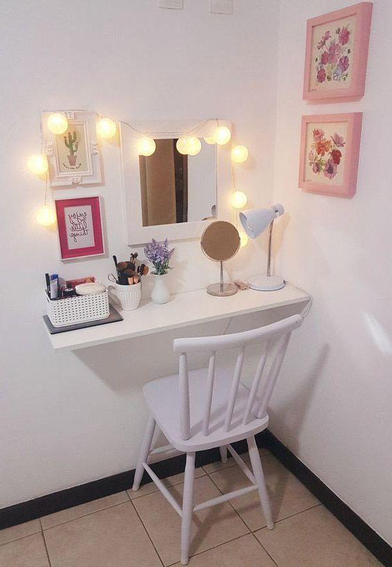 bàn trang điểm treo tường có đèn