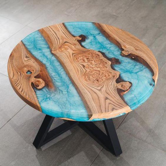 Mẫu bàn epoxy resin có mức giá từ 4-7 triệu VNĐ.