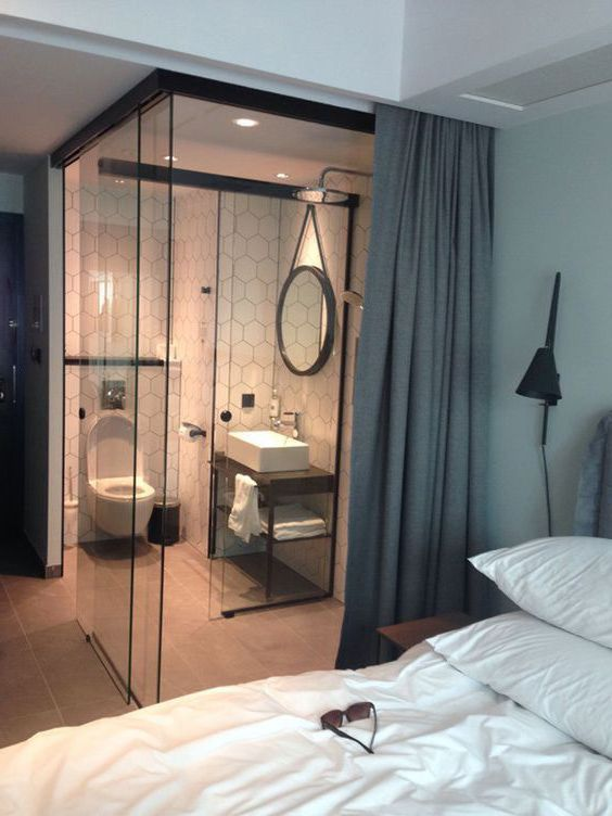 mẫu phòng tắm kính trong phòng ngủ đẹp