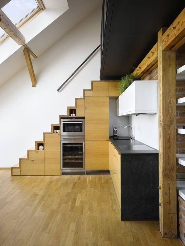 Chọn cầu thang có bếp nên thiết kế từ trước để đảm bảo tính thẩm mỹ và chọn nội thất phù hợp.