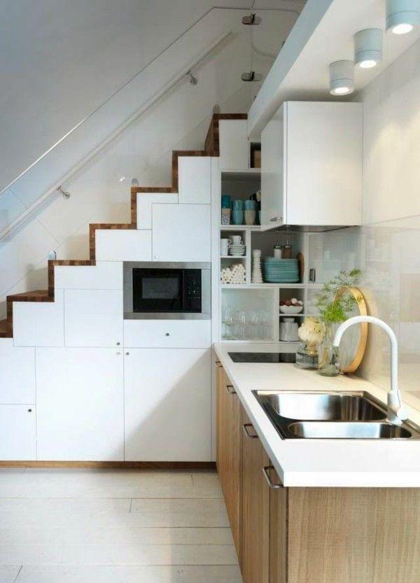 tủ bếp dưới chân cầu thang