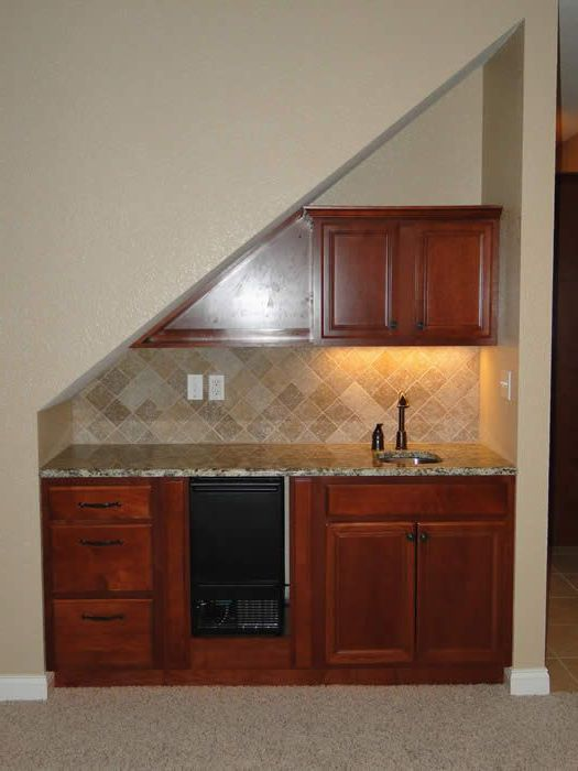 đặt bếp dưới gầm cầu thang nhỏ gọn