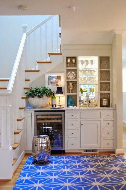 bếp dưới cầu thang được không?
