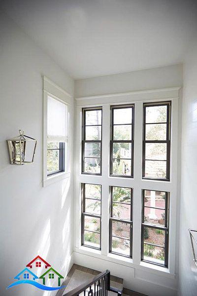 Thông số chiều dài chiều rộng của khu vực cửa sổ cầu thang rất thoáng.